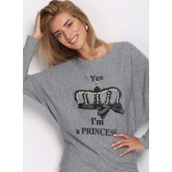Szary Sweter Queen's Crown. Szare swetry klasyczne damskie marki Born2be, l, z okrągłym kołnierzem. Za 59,99 zł.