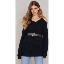 Swetry oversize damskie: Rut&Circle Sweter z wycięciami na ramionach Luna – Black