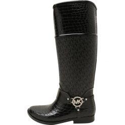 MICHAEL Michael Kors CROCO TALL RAINBOOT Kalosze black. Czarne buty zimowe damskie marki MICHAEL Michael Kors, z gumy, przed kolano, na wysokim obcasie. W wyprzedaży za 551,20 zł.