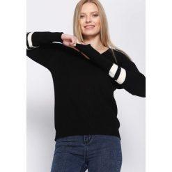 Czarny Sweter Fourth Season. Czarne swetry klasyczne damskie Born2be, uniwersalny, prążkowane, dekolt w kształcie v. Za 39,99 zł.