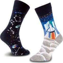 Skarpety Wysokie Unisex MANY MORNINGS - Space Trip Granatowy Kolorowy. Niebieskie skarpetki męskie Many Mornings, w kolorowe wzory, z bawełny. Za 29,00 zł.