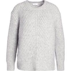 Swetry klasyczne damskie: CLOSED Sweter light grey melange