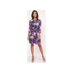 Sukienka z delikatną stójką, SUK153 kwiaty. Szare sukienki z falbanami marki Lanti, na jesień, w kwiaty, z tkaniny, ze stójką. Za 179,00 zł.