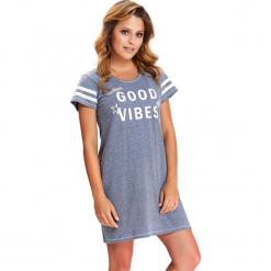 Koszula nocna w kolorze niebieskim. Niebieskie koszule nocne i halki Doctor Nap, z nadrukiem. W wyprzedaży za 54,95 zł.