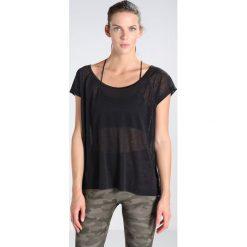 Topy sportowe damskie: Lolë BETH  Tshirt z nadrukiem black
