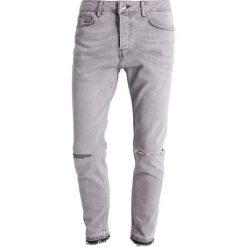 Topman Jeansy Zwężane grey. Szare jeansy męskie marki Topman. W wyprzedaży za 171,75 zł.