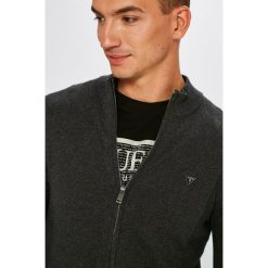 Guess Jeans - Sweter. Szare kardigany męskie marki Guess Jeans, l, z aplikacjami, z bawełny. Za 369,90 zł.