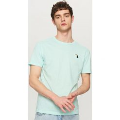 T-shirty męskie: T-shirt z małym haftem – Niebieski
