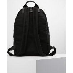 McQ Alexander McQueen Plecak black. Czarne plecaki damskie McQ Alexander McQueen. W wyprzedaży za 839,30 zł.