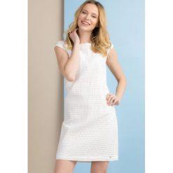 Sukienki: Sukienka z ażurowym wzorem