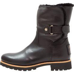 Panama Jack FELIA IGLOO TRAVELLING Botki black. Czarne buty zimowe damskie Panama Jack, z materiału. Za 819,00 zł.