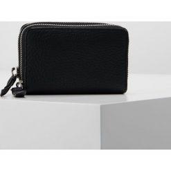 Portfele damskie: AllSaints FETCH CARD HOLDER Portfel black