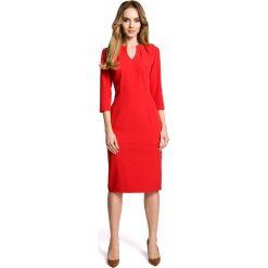 Sukienki: Czerwona Sukienka Wizytowa Dopasowana z Przeszyciami