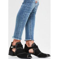 Missguided - Botki. Szare buty zimowe damskie marki Missguided, z materiału, na klamry. W wyprzedaży za 159,90 zł.