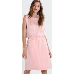 Sukienki hiszpanki: Soaked in Luxury LILIAN Sukienka letnia silver pink