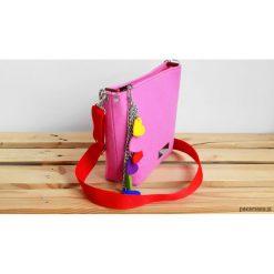 Różowa torebka z filcu na ramię. Czerwone torebki klasyczne damskie marki Pakamera, w paski. Za 145,00 zł.