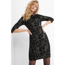 Welurowa sukienka z haftem. Czarne sukienki balowe Orsay, xs, z haftami, z dzianiny, z dekoltem na plecach, dopasowane. Za 159,99 zł.
