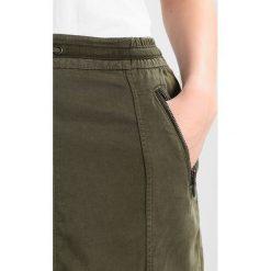 Spódniczki: comma casual identity KURZ Spódnica ołówkowa  khaki