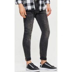 Jeansy SLIM z paskiem - Szary. Szare jeansy męskie slim marki Cropp. Za 149,99 zł.