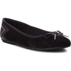 Baleriny TOMMY HILFIGER - Elevated Suede Ballerina FW0FW03036 Black 990. Czarne baleriny damskie lakierowane TOMMY HILFIGER, z materiału. Za 399,00 zł.