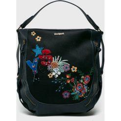 Desigual - Torebka. Czarne torebki klasyczne damskie Desigual, z haftami, z poliesteru, duże, z haftem. W wyprzedaży za 279,90 zł.
