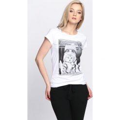 Bluzki damskie: Biały T-shirt Who Smells Love
