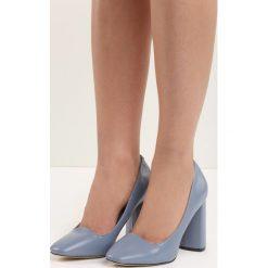 Niebieskie Czółenka Bodice Ripper. Niebieskie buty ślubne damskie Born2be, na wysokim obcasie, na słupku. Za 59,99 zł.