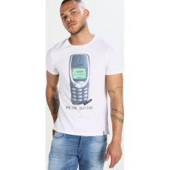 T-shirty męskie z nadrukiem: French Kick MATCH Tshirt z nadrukiem white