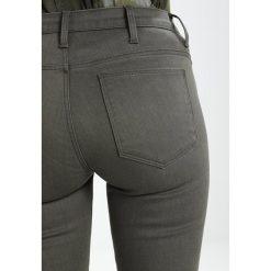 GStar 5620 STAQ 3D MID SKINNY COJ  Jeansy Slim Fit grey. Szare rurki damskie G-Star, z bawełny. W wyprzedaży za 356,95 zł.