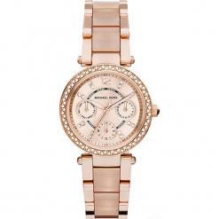 """Zegarek kwarcowy """"Mini Parker"""" w kolorze różowozłotym. Żółte, analogowe zegarki damskie Michael Kors, ze stali. W wyprzedaży za 740,95 zł."""