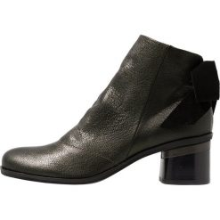 Lilimill SOUL Ankle boot devil/testa di moro. Brązowe botki damskie na zamek lilimill, z materiału. Za 589,00 zł.