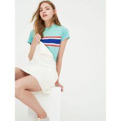 Koszulka z trójkolorowymi pasami. Niebieskie t-shirty damskie Pull&Bear. Za 39,90 zł.