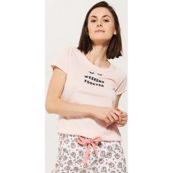 Piżamowa koszulka z napisem - Różowy. Czerwone koszule nocne i halki marki DOMYOS, z elastanu. Za 29,99 zł.