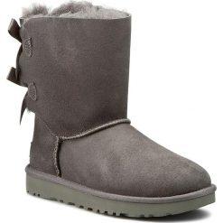 Buty UGG - W Bailey Bow II 1016225 Szary. Szare buty zimowe damskie marki Ugg, z materiału, z okrągłym noskiem. Za 1079,80 zł.