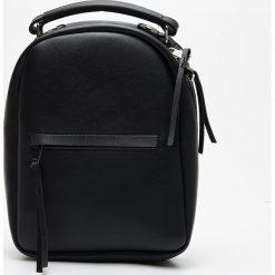 Mały plecak z kieszenią - Czarny. Czarne plecaki damskie Cropp. Za 79,99 zł.