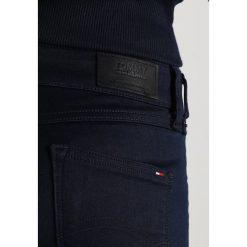 Tommy Jeans LOW RISE SKINNY SOPHIE  Jeans Skinny Fit boogie blue stretch. Niebieskie jeansy damskie relaxed fit marki Tommy Jeans. W wyprzedaży za 458,10 zł.