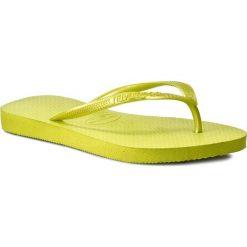 Japonki HAVAIANAS - Slim 40000304185 Lime Green. Żółte chodaki damskie Havaianas, z tworzywa sztucznego. Za 119,00 zł.