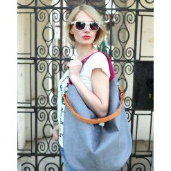Workowata torebka na ramię kolorowa granat Hobo. Szare torebki klasyczne damskie Pakamera, w kolorowe wzory, duże. Za 169,00 zł.
