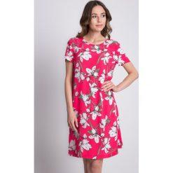 Sukienki hiszpanki: Różowa sukienka w kwiaty z krótkim rękawem BIALCON