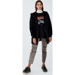 Długa kurtka futrzana z kapturem. Czarne kurtki damskie marki Pull&Bear, z futra, z kapturem. Za 229,00 zł.
