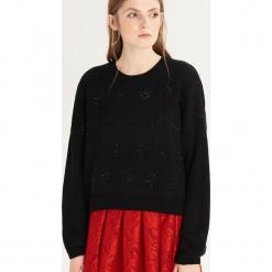 Sweter z błyszczącą aplikacją - Czarny. Czarne swetry klasyczne damskie Sinsay, l. Za 49,99 zł.