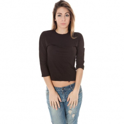 Bluzka w kolorze czarnym. Czarne bluzki damskie Just Cavalli, Calvin Klein, Lee, z okrągłym kołnierzem. W wyprzedaży za 139,95 zł.
