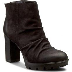 Botki CARINII - B3616 360-000-PSK-B46. Czarne buty zimowe damskie Carinii, z materiału, na obcasie. W wyprzedaży za 229,00 zł.