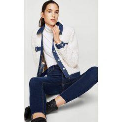 Mango - Jeansy Noa2. Niebieskie jeansy damskie rurki Mango, z bawełny, z podwyższonym stanem. W wyprzedaży za 79,90 zł.