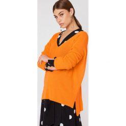 Swetry damskie: Trendyol Sweter basic z dekoltem V – Orange