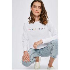 Tommy Jeans - Bluza. Szare bluzy z nadrukiem damskie marki Tommy Jeans, l, z bawełny, bez kaptura. W wyprzedaży za 319,90 zł.