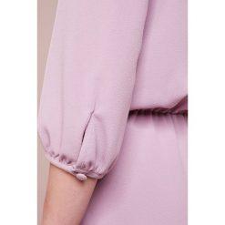 Emporio Armani Sukienka letnia anemone. Fioletowe sukienki letnie marki Emporio Armani, z elastanu. W wyprzedaży za 464,50 zł.