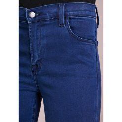 J Brand ALANA Jeansy Slim Fit eclipse. Szare jeansy damskie relaxed fit marki J Brand, z bawełny. W wyprzedaży za 503,60 zł.