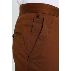 GStar BRONSON SLIM CUFFED CHINO Spodnie materiałowe cubano. Brązowe chinosy męskie G-Star, z bawełny. W wyprzedaży za 351,75 zł.