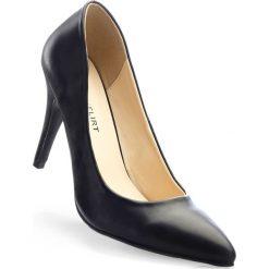 Czółenka bonprix czarny. Czarne buty ślubne damskie bonprix, na szpilce. Za 69,99 zł.